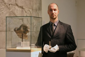Museum curator Michael Höveler-Müller with the perfume bottle. [Photo: Frank Luerweg, Universität Bonn]